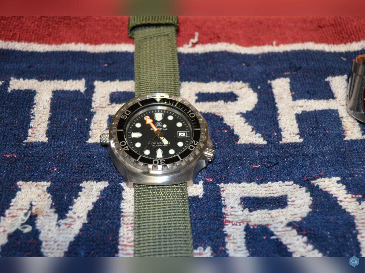SOLD: Apeks 1000m dive watch 3