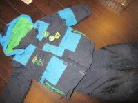 Plusieurs habits d'hiver enfants 4