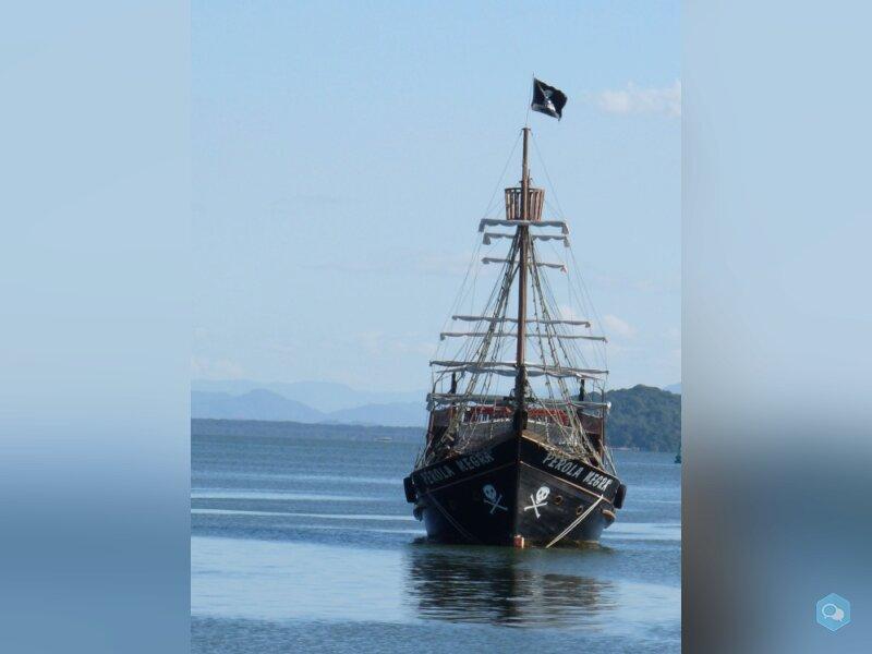 Vende-se navio pirata 4