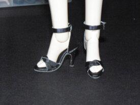 2 paires de chaussures poupées Tonner