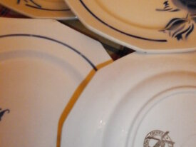 1 LOT DE 8 ASSIETTES PLATES FAIENCE MOULIN LOUPS