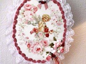style shabby tableau d'ange entouré de roses