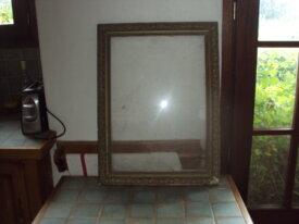 cadre ancien avec sa vitre