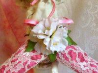 Cintre décoré romantique dentelle et fleurs  2