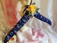 Cintre décoré romantique dentelle et fleurs or 1