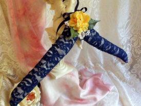 Cintre décoré romantique dentelle et fleurs or