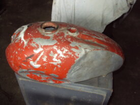 réservoir aluminium de triumph a restaurer