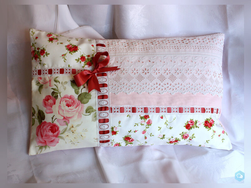 Coussin romantique, shabby chic, Broderies main 1
