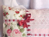 Coussin romantique, shabby chic, Broderies main 2