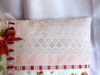 Coussin romantique, shabby chic, Broderies main 3