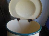 Ancienne boîte à sel émaillée  2