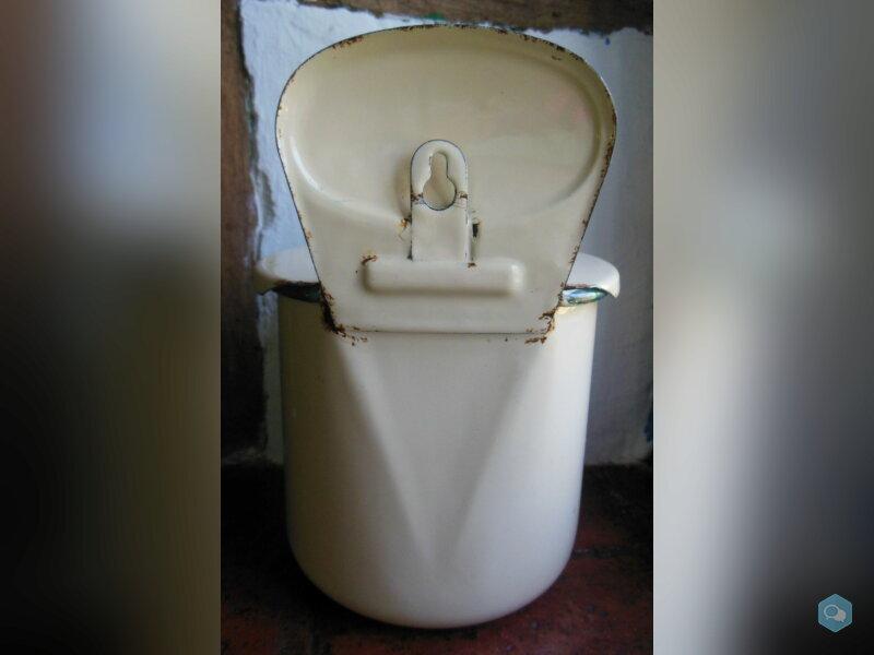 Ancienne boîte à sel émaillée  4
