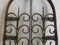 Ancienne grille en fer forgé forme ogive pour nich 1