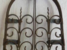 Ancienne grille en fer forgé forme ogive pour nich