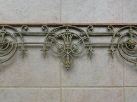 Ancien appui de fenêtre, garde corps en fonte