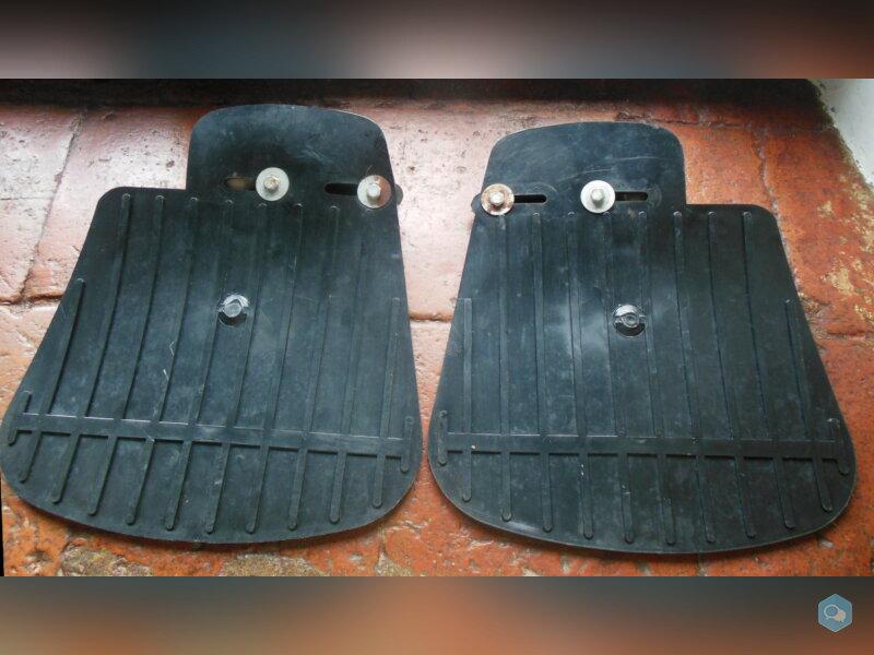Paire d'anciennes bavettes ARPEL état neuf 2