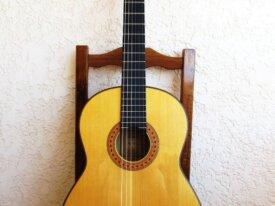 Guitare Yamaha sonorisée par luthier