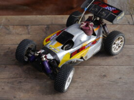 Voiture RC thermique Thunder Tiger 1/8