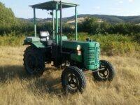 Tracteur IH F137D 1