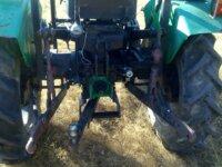 Tracteur IH F137D 2