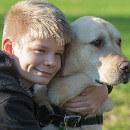 Caddie, le chien qui a changé la vie de son petit maître autiste