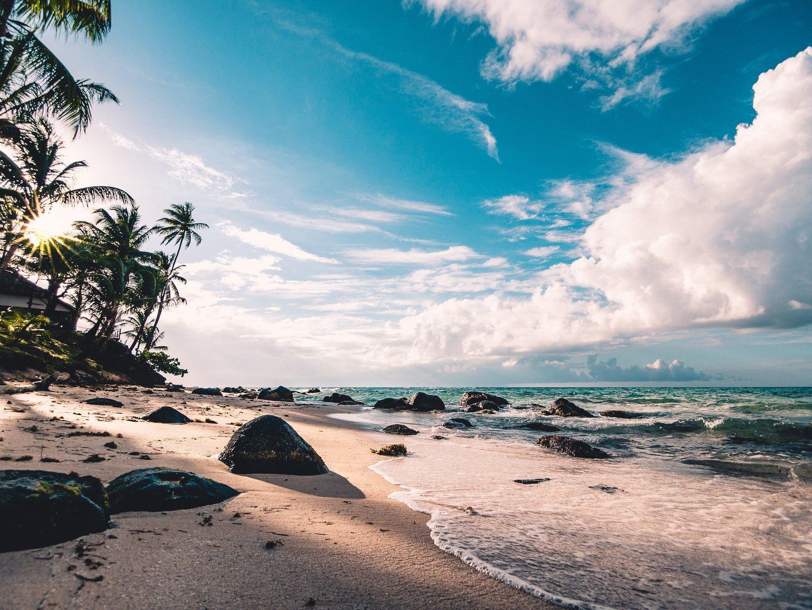 beach-clouds-daytime-994605