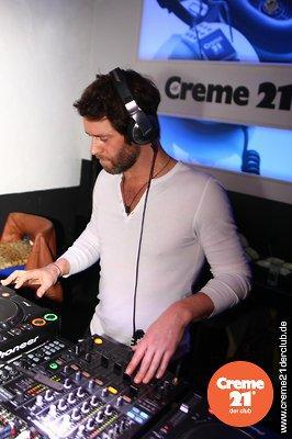 Howard DJing au creme 21 en Allemagne 19-02-2011 131403067vi