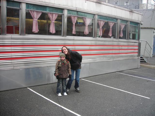 [Disneyland Paris] Premier séjour au DLH (31 janv.-2 fév. 2011) + un anniversaire inoubliable ! - Page 4 162272189