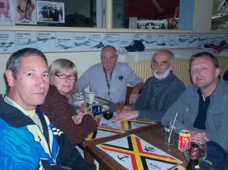 Photos des membres en visite au MRA 163640visite_du_musee_018