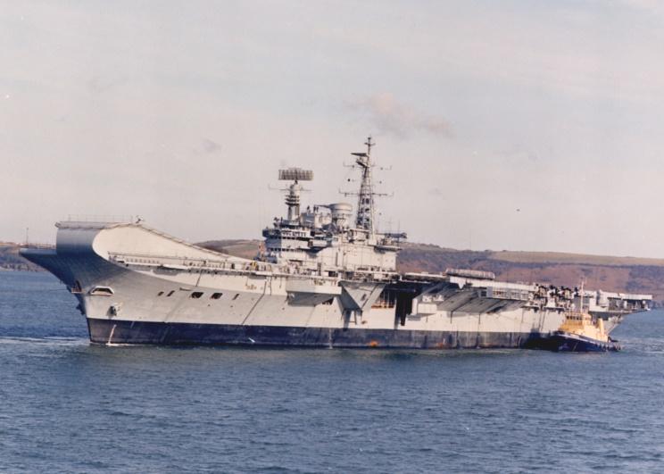 ROYAL NAVY PORTE-AVIONS CLASSE CENTAUR 244777HMS_Hermes_1986_Plymouth_Sound