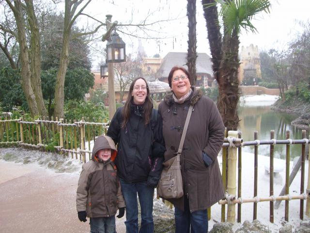 [Disneyland Paris] Premier séjour au DLH (31 janv.-2 fév. 2011) + un anniversaire inoubliable ! - Page 2 25394043