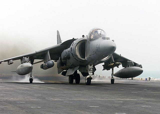 BRITISH AEROSPACE HARRIER ET SEA HARRIER 256847AV_8B_Harrier_II_Plus_USS_Nassau