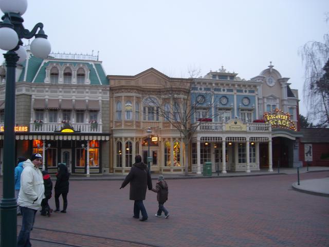[Disneyland Paris] Premier séjour au DLH (31 janv.-2 fév. 2011) + un anniversaire inoubliable ! - Page 4 268176179