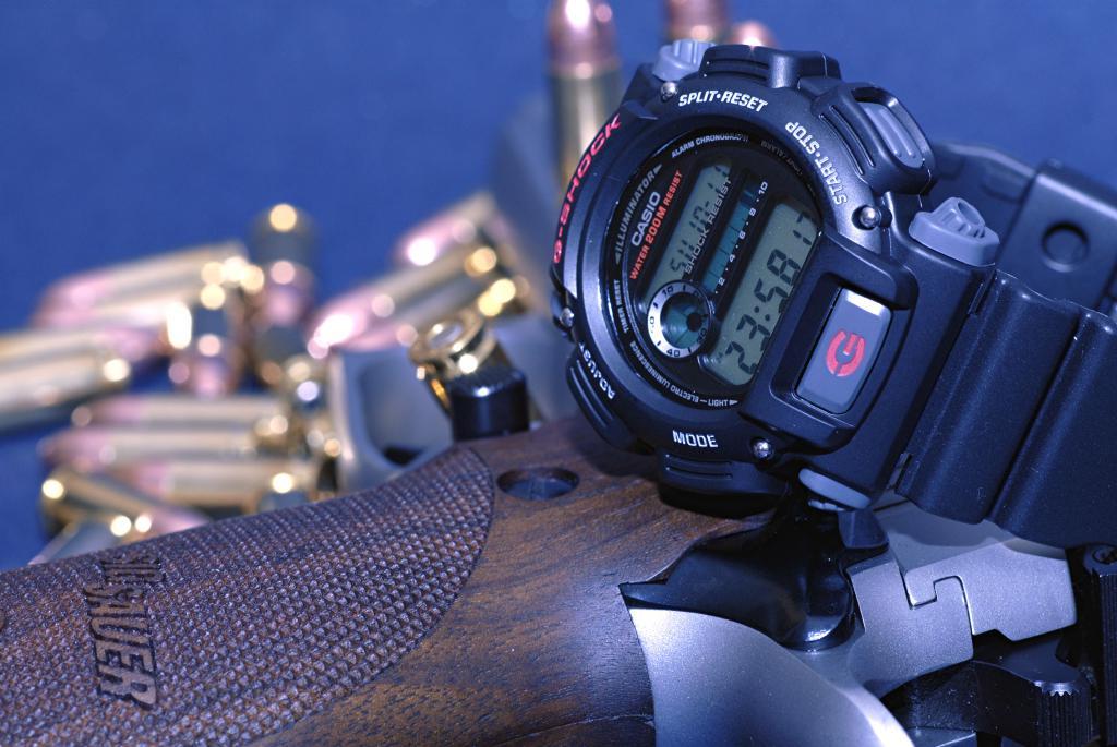 Le vide-poches, le retour... ou quoi dans les poches et au poignet... 269020G_shok_Sig