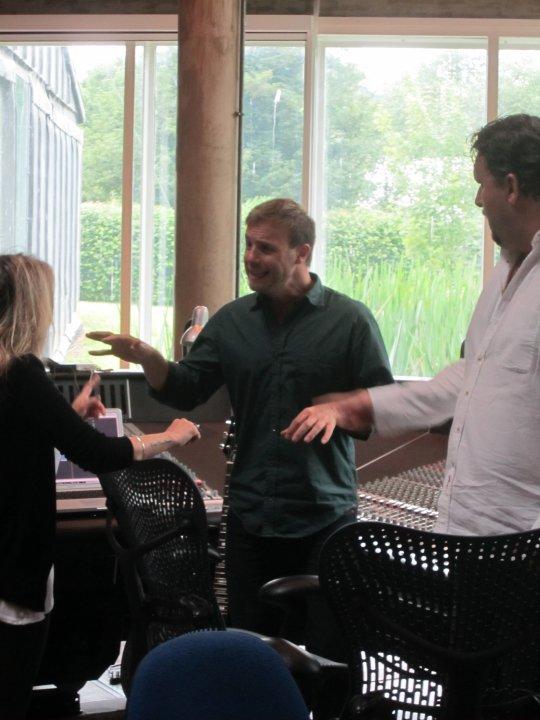 Gary au studio Real World rejoignant le projet lotus 06.10 26922531374_404050275687_335122935687_4281652_2039144_n