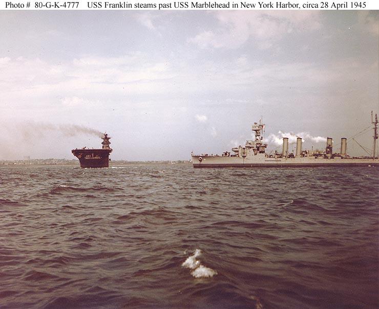 USN CROISEURS LEGERS CLASSE OMAHA - Page 1 277089USS_Marblehead_et_USS_Franklin_28_avril_1945