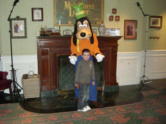 [Disneyland Paris] Premier séjour au DLH (31 janv.-2 fév. 2011) + un anniversaire inoubliable ! - Page 4 300822175