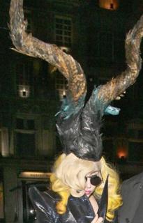 Exclusif : Les tenues les plus folles de Lady Gaga ! 305581Tenue_4