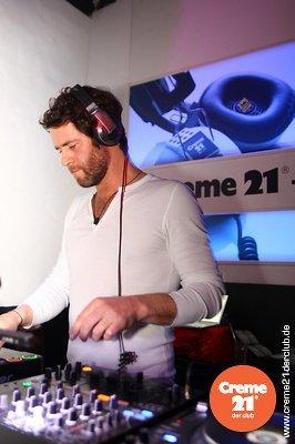 Howard DJing au creme 21 en Allemagne 19-02-2011 330872039vi