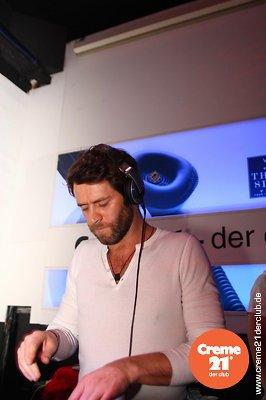 Howard DJing au creme 21 en Allemagne 19-02-2011 333130030vi