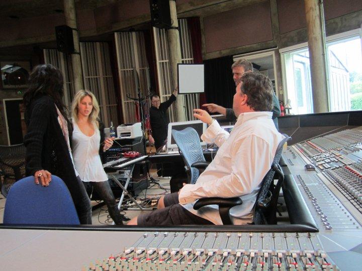 Gary au studio Real World rejoignant le projet lotus 06.10 36285331374_404050300687_335122935687_4281656_7438845_n