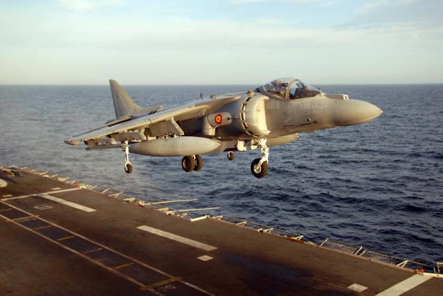 BRITISH AEROSPACE HARRIER ET SEA HARRIER 366830AV_8B_espagnol