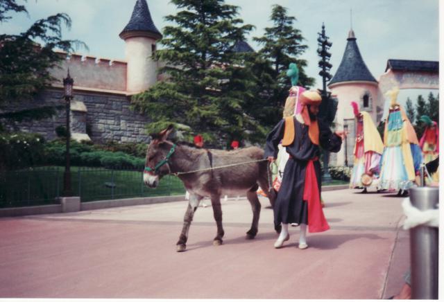 Anciens spectacles et parades de Disneyland Paris - Page 4 431982Jun29_07