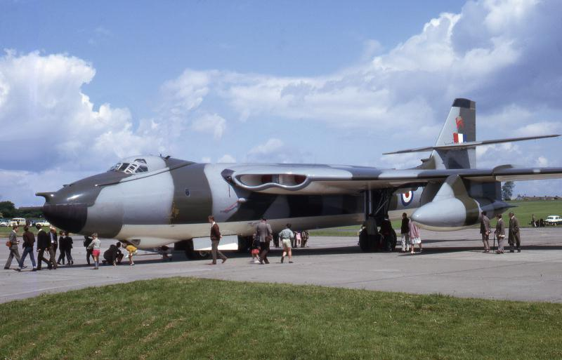 SNLE CLASSE RESOLUTION 432437Vickers_Valiant_camoufle