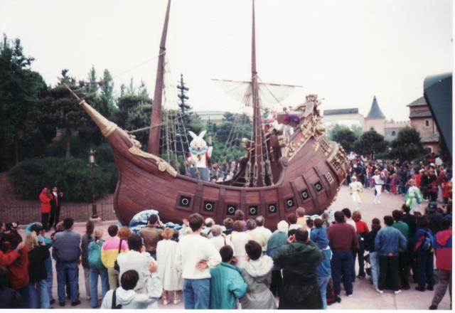 Anciens spectacles et parades de Disneyland Paris - Page 4 493313Jun29_18