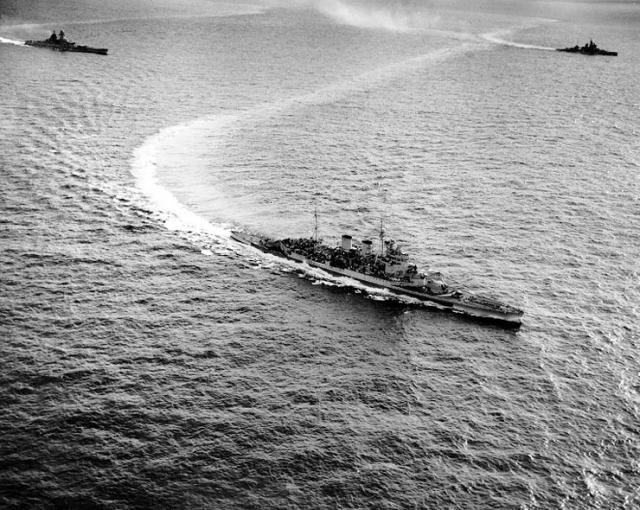 FRANCE CUIRASSES CLASSE RICHELIEU 510722Renown_Richelieu_et_Valiant_Eastern_Fleet_11051944