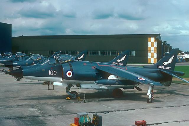 BRITISH AEROSPACE HARRIER ET SEA HARRIER 616847Sea_Harrier_squadron_899_avant_Malouines