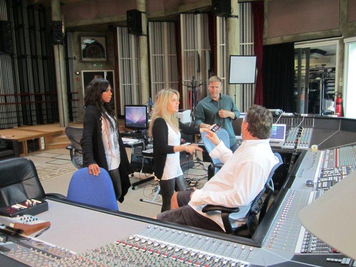 Gary au studio Real World rejoignant le projet lotus 06.10 63523531374_404050290687_335122935687_4281655_2587961_n