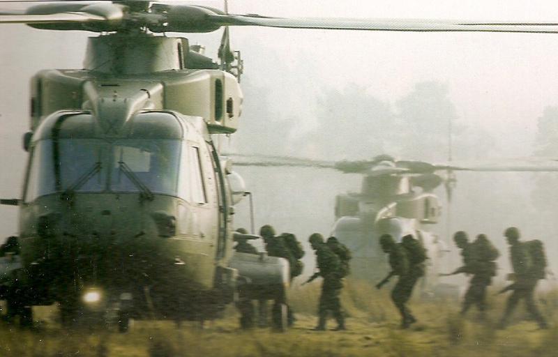 AGUSTA-WESTLAND AW-101 MERLIN 656058Merlin_HC_Mk3_embarquement_de_troupes