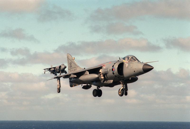 BRITISH AEROSPACE HARRIER ET SEA HARRIER 657019Sea_Harrier_squadron_800